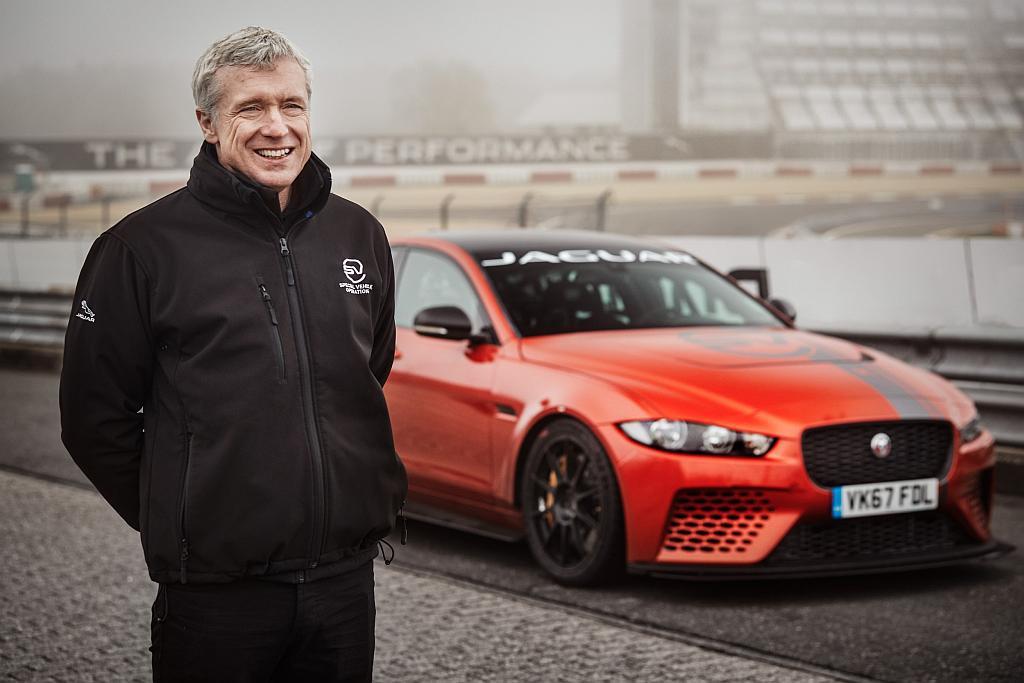 Foto Jaguar XE und Mark Stanton