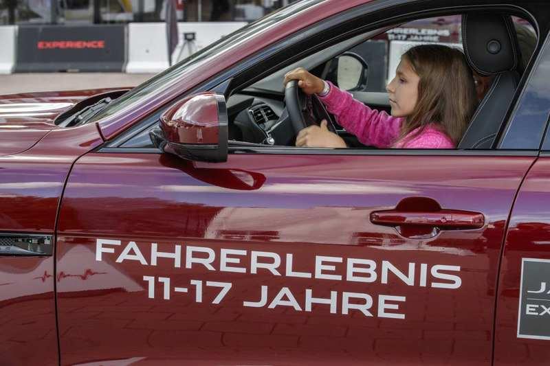 Foto Jaguar Fahrtraining für Klein und Gross
